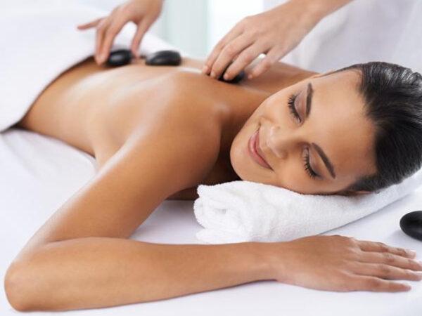 Massagem pedras quentes carina borges (1)