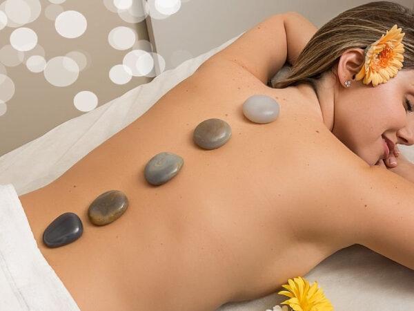 Massagem pedras quentes carina borges